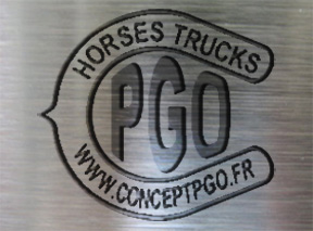 logo-fabricant-camion-transport-chevaux-fer-a-cheval