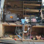 atelier-du-marechal-ferrand-dans-camionette-blanche-forgerie-mobile-accessoires-ecuries-nicolas-mergnac-charente.