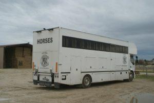 camion-7-places-chevaux-appartement-pour-concours-ecuries-nicolas-mergnac-nercillac