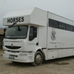 camion-blanc-7-places-chevaux-pour-concours-ecuries-nicolas-mergnac-nercillac-charente